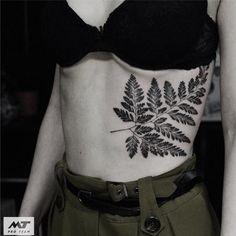Blackwork plant tattoo by Botanisches Tattoo, Fern Tattoo, Sternum Tattoo, Mom Tattoos, Piercing Tattoo, Future Tattoos, Body Art Tattoos, Sleeve Tattoos, Piercings