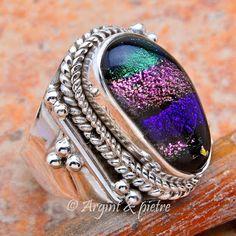 sticla dichroica Gemstone Rings, Gemstones, Jewelry, Fashion, Moda, Jewlery, Gems, Jewerly, Fashion Styles