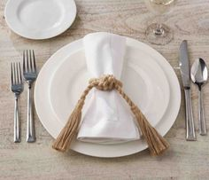 With a slightly more casual vibe, these jute rope knot and tassel napkin rings are an effortless accent to bring beachside style to your event.