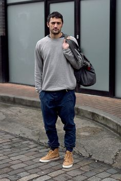 men's normcore fall fashion. autumn beauty. style. slouch baggy jeans. relaxed fit. sneakers. grey sweater. gray. neutral. monochrome. oversized. oversize. comfy. cozy. comfortable.