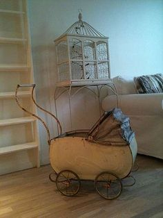 old baby carriage Vintage Pram, Vintage Love, Vintage Dolls, Baby Kind, Antique Toys, Vintage Antiques, Muebles Estilo Art Nouveau, Photo Deco, Dibujo
