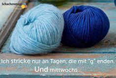 """Ich #stricke nur an Tagen, die mit """"g"""" enden. Und mittwochs... #proud2craft #schachenmayr #mixnknit Throw Pillows, Crochet, Garne, Comic, Blog, Diy, Beauty, Decor, Tricot"""