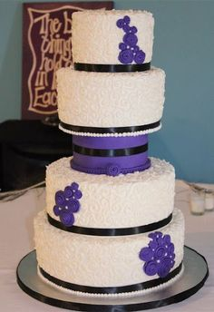 Purple & Black Wedding Cake with Separator #Black #Wedding #Cake