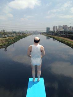 SP Brasil- Obra de intervenção artística do artista Eduardo Srur, na ponte cidade universitária, zona sul da cidade.