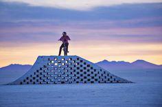 31-letni Venezuelec Daniel Dhers  je zgradil rampe iz soli.