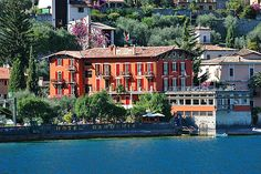 Hotel Gardenia al Lago - Gargnano ... Garda Lake, Lago di Garda, Gardasee, Lake Garda, Lac de Garde, Gardameer, Gardasøen, Jezioro Garda, Gardské Jezero, אגם גארדה, Озеро Гарда ... Welcome to Hotel Gardenia al Lago Gargnano. Hotel Gardenia al Lago, the summer residence of the Arosio family since 1925. Enlarged and converted into a guesthouse in 1955, for many years, regular guests have enjoyed the privilege of holidaying in a splendid, peaceful spot. The