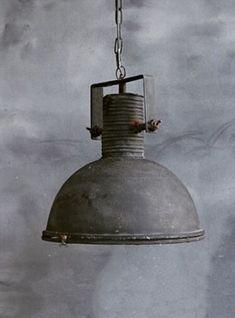 Deze industriële stoere hanglamp is een echte aanwinst voor boven de eetkamertafel of bar. #hanglamp #industrial #verlichting