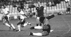 Copa de 1982 - Mora, goleiro de El Salvador, tentou, mas não evitou derrota de 10 a 1 da Hungria; maior goleada da história das Copas