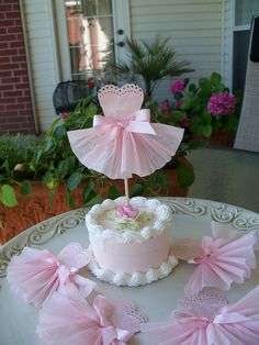 It's Written on the Wall: Pinkalicious or Ballerina Birthday Party-Get ideas for both here Ballerina Party, Ballerina Birthday Parties, Ballerina Cakes, Girl Birthday, Ballerina Dress, Birthday Ideas, Ballerina Baby Showers, Birthday Cake, Stage Patisserie