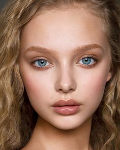 Pin by on in 2019 freckles makeup, natural makeup looks, beaut Beauty Makeup, Hair Makeup, Hair Beauty, Girl Face, Woman Face, Freckles Makeup, Natural Makeup Looks, Simple Makeup, Natural Beauty