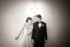 Nos encantan los retratos en blanco y negro de los novios... son sumamente emotivos!   ///   We love black and white portraits of the groom and the bride... they are so emotive! Wedding Planning Merida, Yucatan, Mexico    #boda #mexico #yucatan #merida #bodamexico #bodayucatan #bodamerida #weddingplanning  #organizaciondebodas #coordinaciondebodas #bodadestino #bodasdestino