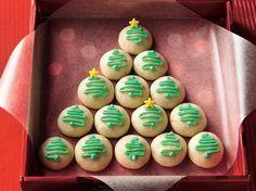 Complementa tu cena con esta idea, las galletas de árbol de navidad son ideales para esta ocasión especial.