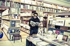 Lenny Kravitz at a bookstore in Japan!