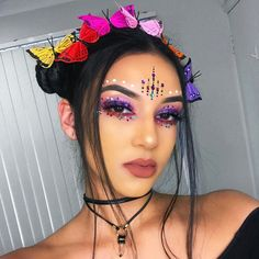 Any recommendations for amazingly bright neon pigmented shadows? Particularly yellow orange and reds 🌈🌈🌈 ---- BROWS Anastasia Beverlyhills dipbrow in EYES Morphe Brushes palette // on the lid/under eyes LASHES Raves, Makeup Inspo, Makeup Art, Morphe, Coachella Makeup, Alien Makeup, Tribal Hair, Festival Makeup Glitter, Face Jewels