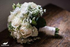Hochzeit bei München Feta, Cheese, Ethnic Recipes, Flower Jewelry, Engagement