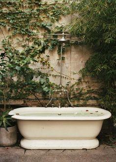 Une salle de bain d'extérieur esprit kinfolk - Marie Claire Maison