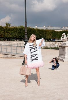 Paris Streetstyle : Relax with Valentino - Photo: www.lelook.eu
