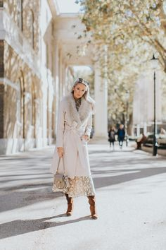 A Touch of Festive Gold - Wearing Metallics this Christmas - Fashion Mumblr Vest Outfits, Girly Outfits, Cool Outfits, Fashion Mumblr, Ethical Fashion, Spring Summer Fashion, Autumn Winter Fashion, Winter Style, Sunday Clothes