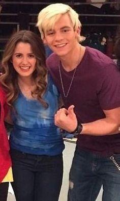 Eu aposto que a Laura vai assistir o show de R5 no Brasil, se ela vir pro Brasil ou não. #RossInRio
