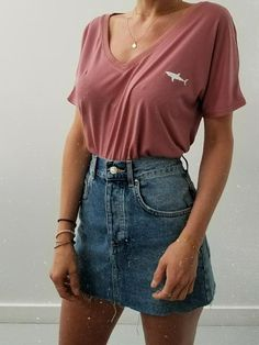 Women& Clothing - V-neck shark T-shirt + Levis denim skirt - Katharina.xoxo - - Frauenkleidung – Hai-T-Shirt mit V-Ausschnitt + Levis-Jeansrock Women& Clothing – V-Neck Shark T-Shirt + Levis Denim Skirt Best Casual Outfits, Style Outfits, Mode Outfits, Retro Outfits, Fashion Outfits, Casual Outfits For Teens Summer, Fashion Ideas, Cute School Outfits, Dress Casual