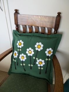 Button cushion, fresh for spring and the whole of summer