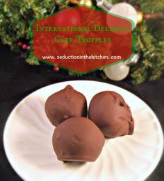 International Delights Cake Truffles is an easy way to make a homemade Christmas goodie without a lot of work. In fact, all you need is 3 ingredients!
