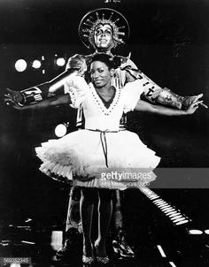 Stephanie Mills as Dorothy and Howard Porter as the Tinman in a scene from The Wiz, January Female R&b Singers, Soul Singers, Michael Jackson Biography, The Wiz Musical, Stephanie Mills, Michael Jackson Photoshoot, Broadway Stage, Halloween Looks, Universal Pictures