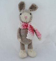winter rabbit with scarf Yarn Animals, Knitted Animals, Knitting For Kids, Loom Knitting, Knitting Projects, Knitting Patterns, Crochet Patterns, Crochet Rabbit, Teddy Toys