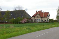 Groningen - Leens _ Ulrum - Boerderij . Wester Houw is een fraaie villaboerderij in Jugendstil, gebouwd in 1908. De boerderij ligt nog in Ulrum.