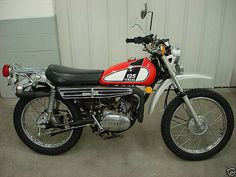 Yamaha Dt 125 E. One exactly like this was my first bike and id love to do the as an homage to it. Vintage Bikes, Vintage Motorcycles, Custom Motorcycles, Custom Bikes, Dt Yamaha, Yamaha Motorcycles, Old Bikes, Dirt Bikes, Old School Motorcycles