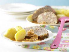 Pilzhackbraten in Rahmsauce: Der kalorienarme und eiweißreiche Braten mit viel leckerer Sauce schmeckt garantiert der ganzen Familie.