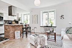 Lindo apartamento no estilo escandinavo. Puff como mesa aproveitando espaço e trazendo aconchego.