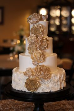 Gold And Ivory Wedding Cake Details Weddings Events Metallic Cakes
