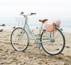 """Как сделать своими руками стильную """"велосипедную сумку"""" из двух сумочек типа кросс-боди"""