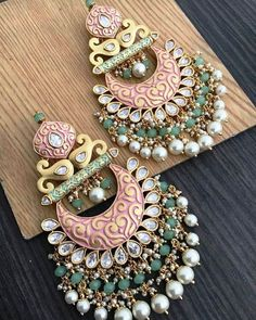 Latest Bollywood Style Bridal Earrings Collection For Beautiful Brides Indian Jewelry Earrings, Indian Jewelry Sets, Jewelry Design Earrings, Bride Earrings, Silver Jewellery Indian, Indian Wedding Jewelry, Ear Jewelry, Antique Jewellery Designs, Fancy Jewellery