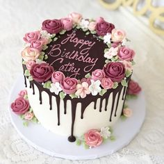 Cake Decorating 141019032069393369 - A cheery, happy cake for a cheery, happy Monday! 🌸 I hope your mom had a lovely birthday weekend, Kate Brown 🌻 😊 Source by Cake Decorating Designs, Creative Cake Decorating, Birthday Cake Decorating, Cake Decorating Techniques, Creative Cakes, Birthday Cake Designs, Birthday Cake For Mom, Beautiful Birthday Cakes, Happy Birthday Cakes