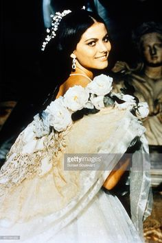 italian-actress-claudia-cardinale-on-the-set-of-il-gattopardo-by-picture-id607381032 (680×1024)
