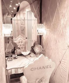 chanel, luxury, and room image Beauty Kit, Beauty Room, Beauty Hacks, Beauty Advice, Beauty Stuff, Tocador Vanity, Glitter Room, Vanity Room, Putting On Makeup