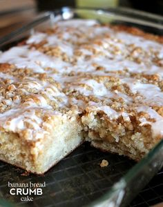 Banana Bread Crumb Cake.  This cake is so amazingly good! Mango Recipes, Banana Recipes, Muffin Recipes, Cake Recipes, Breakfast Recipes, Breakfast Dishes, Breakfast Ideas, Baking Cookbooks, Baked Banana