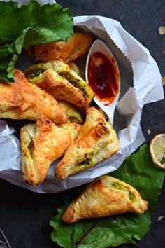 Puff Pastry Samosa - Cookilicious - Puff Pastry Samosa is a fusion appetizer where the pastry puff sheets are filled with samosa filling of potatoes and green peas. A fun and tasty snack for all. Indian Food Recipes, Asian Recipes, Vegetarian Recipes, Cooking Recipes, Delicious Recipes, Vegan Vegetarian, Holiday Recipes, Dinner Recipes, Puff Pastry Recipes