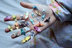 I'd love to do a miniature collection of origami pieces to display. Paper Art, Paper Crafts, Diy Crafts, Textures Patterns, Color Patterns, 1000 Paper Cranes, Tattoo Photo, 3d Origami, Origami Cranes