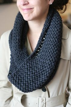 5th Avenue Infinity Scarf (free knitting pattern)