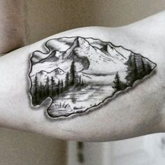 blackwork arrowhead tattoos Best Picture For Hunting Tattoos traditional For Your Taste You are look Jäger Tattoo, Inca Tattoo, Body Art Tattoos, Sleeve Tattoos, Tatoos, Best 3d Tattoos, Gun Tattoos, Turtle Tattoos, Tattoo Pain