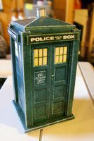 TARDIS papercraft by The-Bongmaster - link to .pdf template at the link