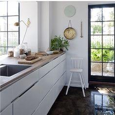 "#ShareIG Kvik's popular Danish design Classic ""Mano"" works well in modern as well as classic homes @boligpluss #manobykvik #kvik #interior #danishdesign #classic #glossfloor #greatwindows #bamboo #bambooworktop #blackfloor #kitchen #coolkitchen Raul Candales // Franch/Indecor images"