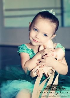 beautiful! www.theworlddances.com/ #littleballerinas #tutucute #dance