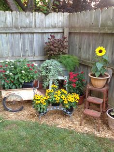 39 Creative Spring Flowers Ideas To Your Garden Design - 0001 Haus - Zaun - Treppen - Garten Garden Yard Ideas, Lawn And Garden, Garden Projects, Spring Garden, Garden Tips, Country Garden Ideas, Rusty Garden, Garden Junk, Creative Garden Ideas