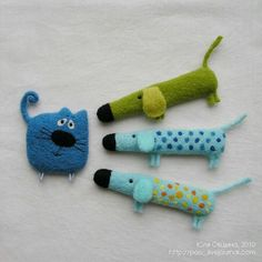 Sewing ideas for dogs kids Ideas - Stofftiere Fabric Toys, Fabric Art, Fabric Crafts, Sewing Toys, Sewing Crafts, Sewing Projects, Sewing Ideas, Felt Brooch, Fabric Jewelry