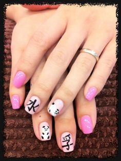 Panda & Chinese Nails - my friend would love these!! If she liked getting her nails done