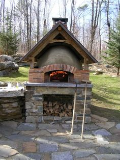 A better brick oven makes a better pizza. I build commercial and residential brick ovens throughout the Northeast. Brick Oven Outdoor, Brick Bbq, Outdoor Kitchen Bars, Pizza Oven Outdoor, Outdoor Kitchen Design, Patio Diy, Patio Ideas, Diy Terrasse, Backyard Buildings